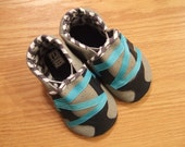 baby boy's shoes gray, navy & teal zig zag 18-24 months/ size 6