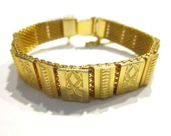 Vintage Gold Etched Mesh Bracelet Scroll Link Book End Vintage Bracelet Under 50 Gift for Her Gift Idea for Mom