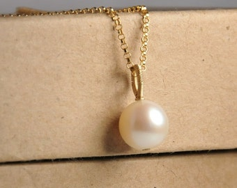 Freshwater pearl pendant necklace, perfect round pearl, 14K gold filled wire wrapped bail, 14K gold filled metal, weddings, bridal