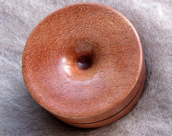 Reversible pocket spinning surface for supported spinning in Queensland Walnut and Dymondwood
