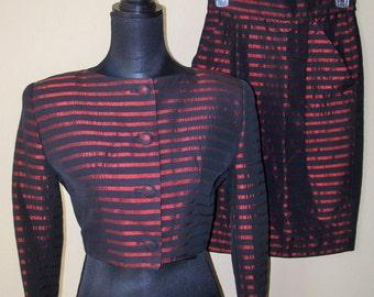 Vtg TAHARI 2-PIece Skirt Suit Black & Burgundy Stripe Sz 4