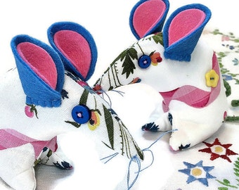 Retro mouse made with French vintage fabric, Pink and Blue, with a Ribbon design