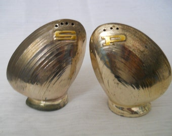 Metal Clam Salt and Pepper Shakers - vintage, collectible