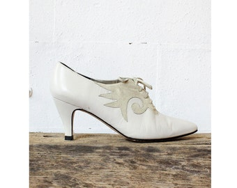 White Leather Lace Up Heels 6 • Ivory Shoes w/ Suede Applique • Heeled Oxfords   SH171