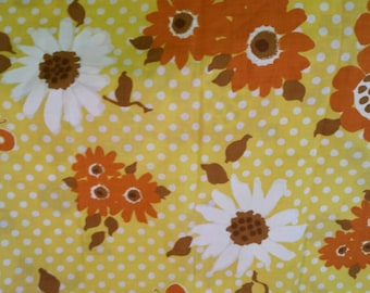 Pair of 2 vintage Pequot yellow brown white flower power butterflies mod pillowcases cotton poly blend like new made in usa