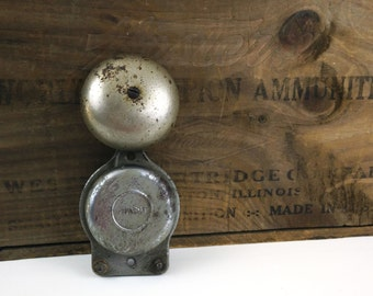Vintage Snapit Doorbell / Industrial Salvage / Metal Door Bell