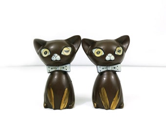 Winking cat salt and pepper shakers by Lego