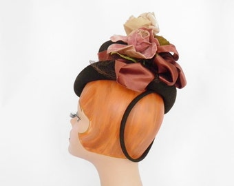 1930s 1940s tilt hat, brown with rose, satin ribbon. NY Creation