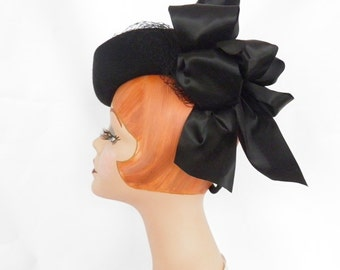 1940s tilt hat, black with satin bow, 1930s fascinator