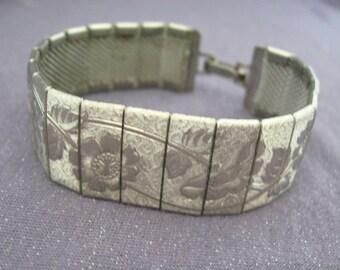 Metal Bracelet, silvertone, linked, etched, flowers, vintage, embossed