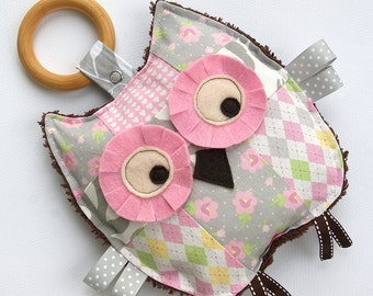 Baby Toy, Bella the Patchwork Owl, Crinkle Toy, Organic Wood Teething Ring, Baby Girl Gift, Pink and Gray