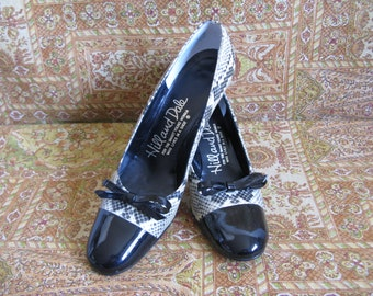 Vintage 1960s Womens Shoes 60s Hill and Dale Black Cream Snake Patent Leather Pumps Vintage Footwear 8