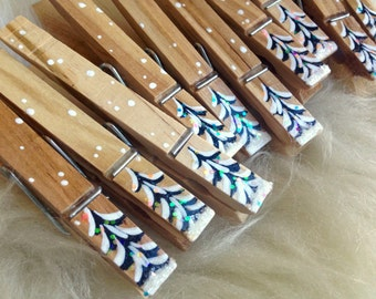CHRISTMAS CLOTHESPINS painted wood and glitter Christmas trees hanging display