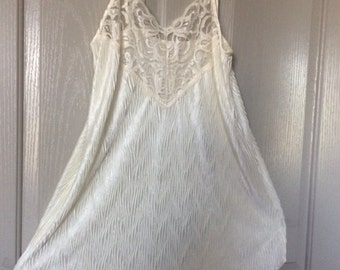 Crinkle pleated short nighty lace top nylon satin nightgown slip Full sweep small/also fits med/inner most label no flaws sleeveless