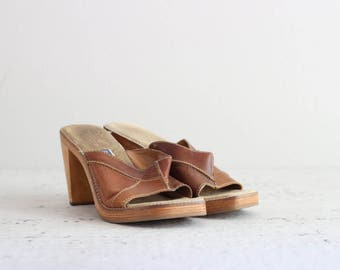 Brown Leather Heels . Chunky Shoes . 1970s Platform Heels