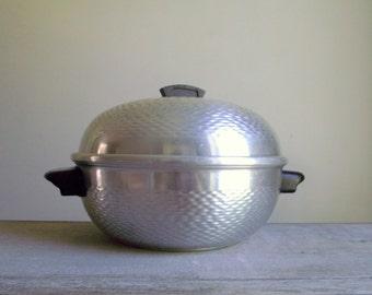 Aluminum Bun Warmer | Hammered Aluminum Bun Steamer Made in Italy | Metal Bun Bin | Retro Kitchen Housewares