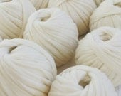 Arm Knitting Yarn Super Chunky Merino Wool Big Yarn Giant Knit Super Bulky Yarn Wool Roving 19 Microns Merino Wool