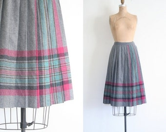 20% SALE 1980s knife pleated skirt - winter plaid / Gray Wool - librarian / vintage 80s - preppy