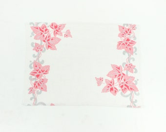 Vintage Linen Placemat or Napkin Set - Pink and Gray Ivy on Cream Linen - Autumn Leaves - Large Size for Use or Upcycling