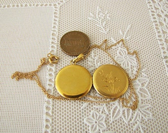 Vintage 12K GF Photo Locket necklace, 12K Gold filled locket Necklace, intricate etched flower