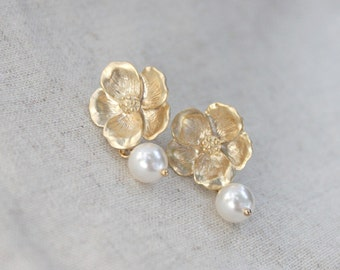 Flower and pearl GOLD post earring -S1096-2
