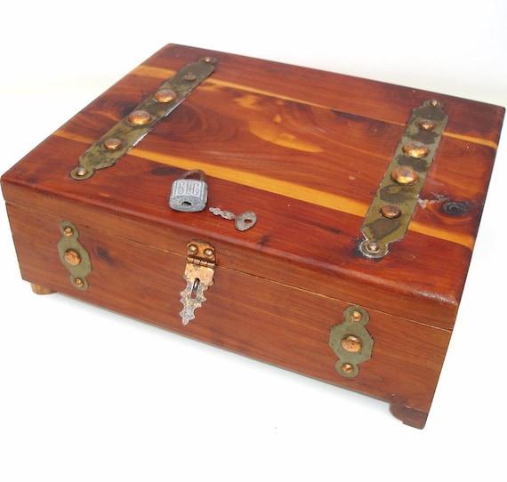 vintage wooden box with lid cedar box pilliod hinged mens. Black Bedroom Furniture Sets. Home Design Ideas