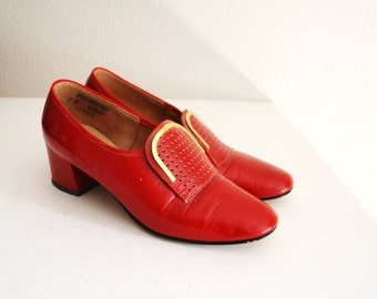 STOREWIDE 15% off SALE - Vintage 60s Red Stacked Heel Mid Century Heels Pumps // womens US size 7B