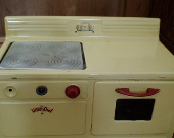 1950s Tacoma Metal Products Working Little Chef Electric Toy Stove, Painted Yellow, Cookbook, 4 Burners, One Oven