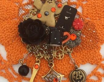 HALLOWEEN Ghost Pin  - Spooky HAUNTED Tea-Party BROOCH