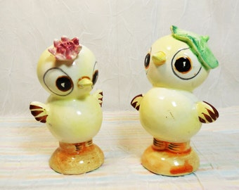Vintage Chick Salt and Pepper Shakers Victoria Ceramics Made In Japan, Anthropomorphic