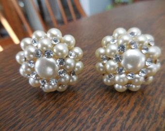 Vintage Off White/Ivory Pearl Cluster Bead Clip on Earrings Silver Tone Rhinestones Wedding Bridal 1950s to 1960s Non Pierced