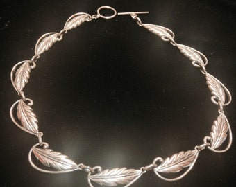 Beautiful vintage Danecraft sterling silver leaf necklace