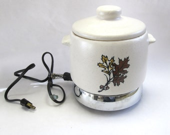 Westbend Beanpot Bean Pot Crock With Heating Element Stoneware Oak Leaf Acorn  White 60s Slow Cooker