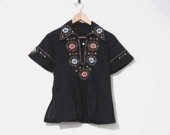70s Floral Shirt. Floral Embroiderd Blouse with Pointed Collar. Button Front Top. Hippie Shirt. Folk Boho Blouse. Black Peasant Shirt.