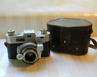 CAMERA, Kodak 35 Kodamatic Camera with Brown leather Case