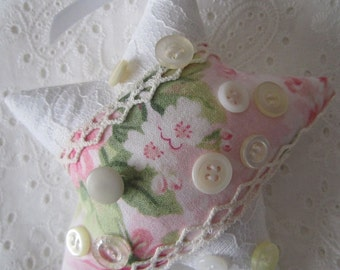 Pink and White Shabby Star