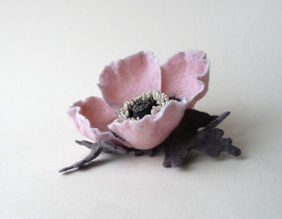 Felt flower brooch pale pink Poppy