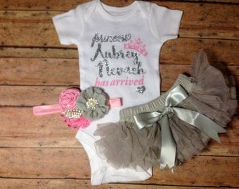 Baby Girl coming home outfit, take home outfit, baby clothes, baby girl outfit, princess has arrived, baby hospital outfit, girl clothes
