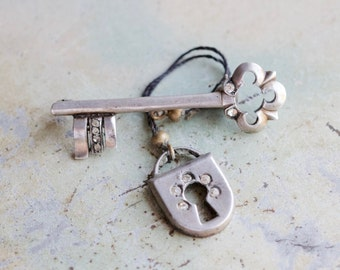 Key and Lock lapel Pin - Sterling Silver Vintage Brooch