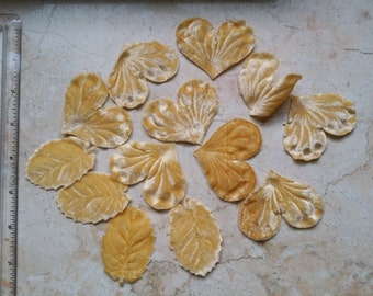 Vintage Millinery Velvet Flower Petals  and leaves  Hat accessory, applique, embellishment  Creamy butter yellow with a hint of peach