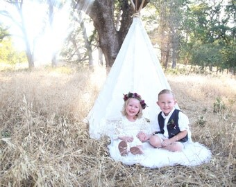 White Dacy lace 5 sided teepee tent with wood polls