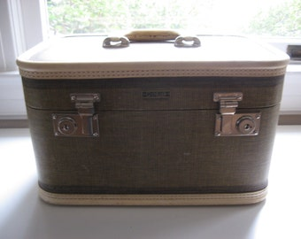 Vintage MidCentury Tweed Leather Train Case// Cosmetic Overnight MakeUp Case//Made by Oshkosh Luggage US Patented