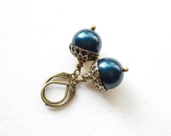 Ohrhänger,earrings,Ohrringe,Pearl Acorn Earrings,woodland accessoire,pearl earrings,pearl drop earrings,petrol pearl earrings