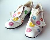 Vintage Ladies Golf Shoes, Floral Pattern, Mod, Fair Condition, Size Approx. 6 1/2