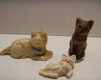 Cute vintage miniature cat figures...plastic-y...maybe syrocco?