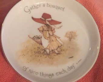 Holly Hobbie Coaster Gathers a Bouquet of Nice Things Each Day 3 inch  Collectable Trinket Dish