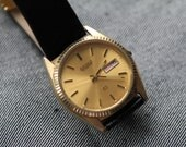 Vintage mens Seiko quartz watch with deployment clasp and black leather strap
