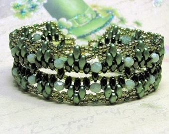 Green Superduo Bracelet, St. Patrick's Day Bracelet, Irish Bracelet, Celtic Bracelet, Holiday Bracelet, Seed Bead Bracelet, Woven Bracelet