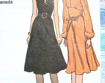 "Vogue Dress Pattern No 8162 UNCUT Vintage 1970s Size 10 Bust 32 1/2"" XS Sleeveless or Long Sleeves Flared Skirt Back Zipper Jewel Neckline"