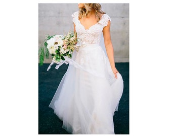 Custom made Lace and Tulle Wedding dress FREE SHIPPING